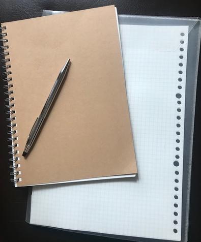 ペンとノート.jpg