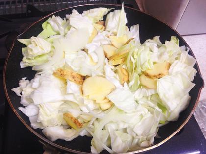 キャベツとジャガイモのカレー煮①.JPG